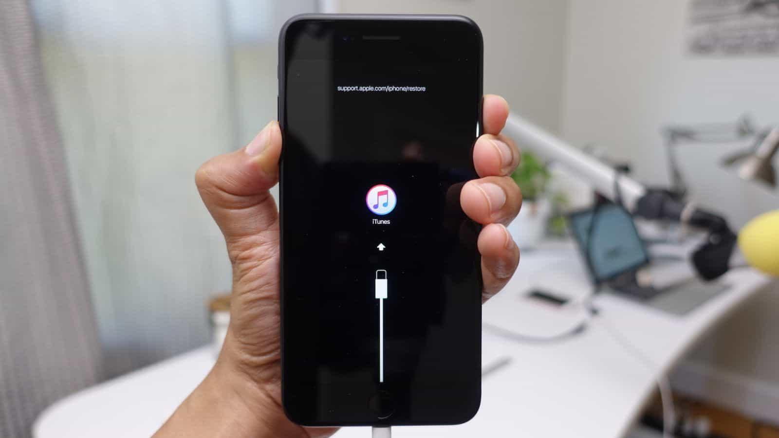 Jak wprowadzić iPhone w tryb DFU i Recovery?